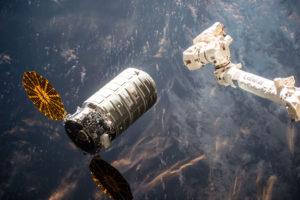 Cygnus_OA-6_approaching_the_ISS